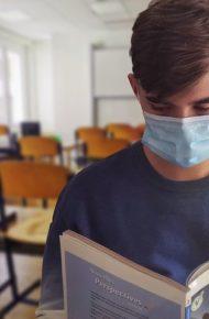 Consegna delle mascherine chirurgiche agli alunni e alle alunne